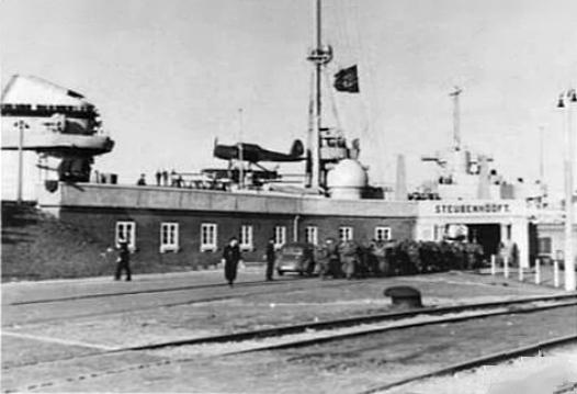 ar-196-admiral-hipper.jpg