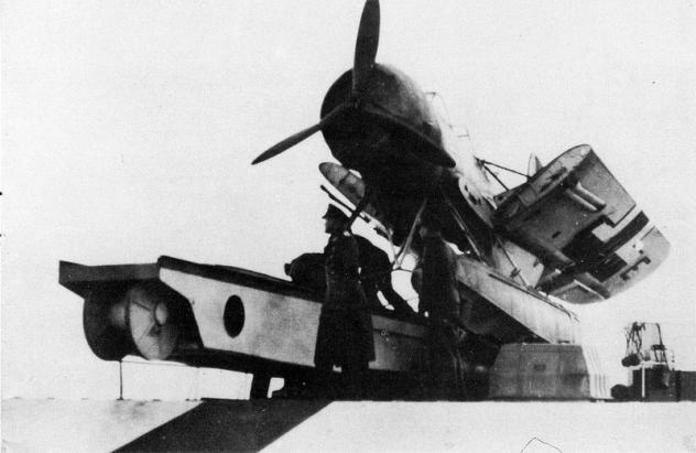 ar-196-catapulte-3.jpg