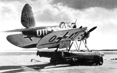 arado-ar-196-ailes-repliables.jpg